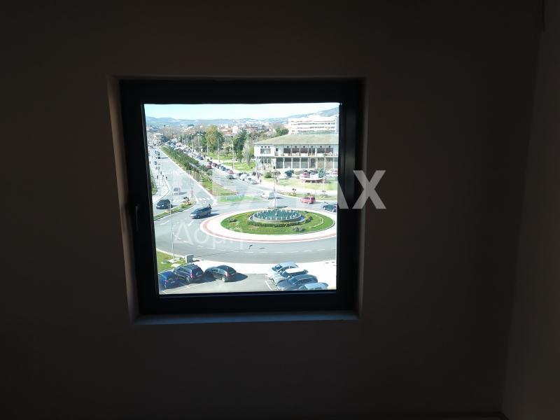Θέα από το 1ο γραφείο