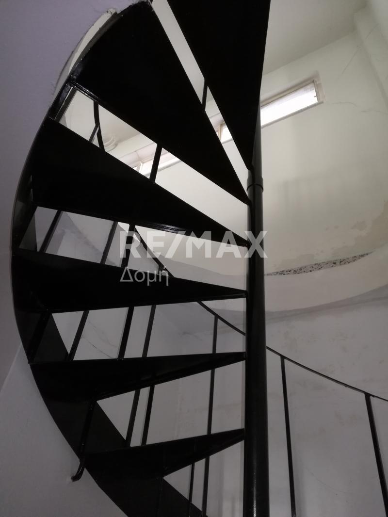 η σκάλα που οδηγεί στο πατάρι