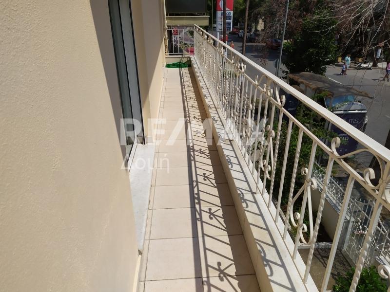 μπροστινό μπαλκόνι