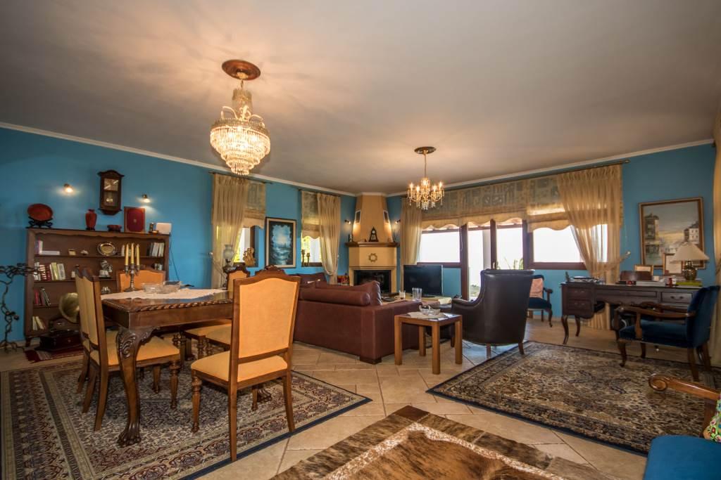 Μονοκατοικία | 195τ.μ. | 650000 €